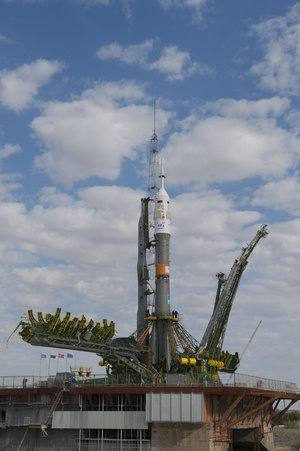 Soyuz TMA-18M spacecraft moved into vertical position