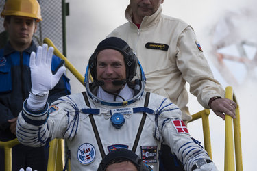 Andreas Mogensen greeting audience at the launch pad