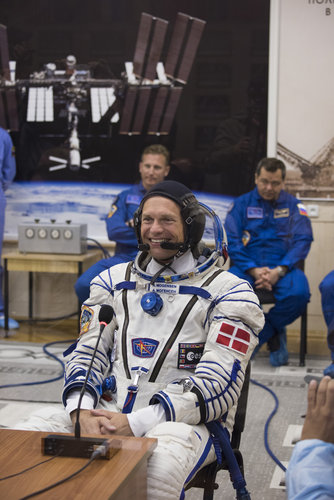 Andreas Mogensen talking to gathered friends, family and dignitaries
