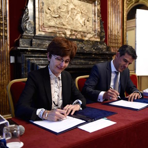 On 15 September 2015, ESA and Thales Alenia Space signed a contract for the full development and qualification of Spacebus Neo, marking the start of Phase–C/D of the Neosat programme.  The contract was signed by Magali Vassiere, ESA's Director of Telecommunications and Integrated Applications, and Bertrand Maureau, Vice-President Telecommunications Business Line at Thales Alenia Space.