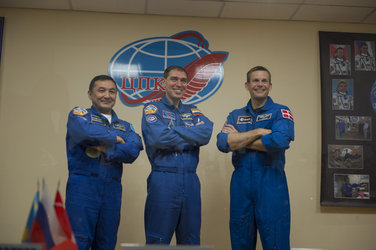 Prime crew members during the press conference held at the Cosmonaut Hotel