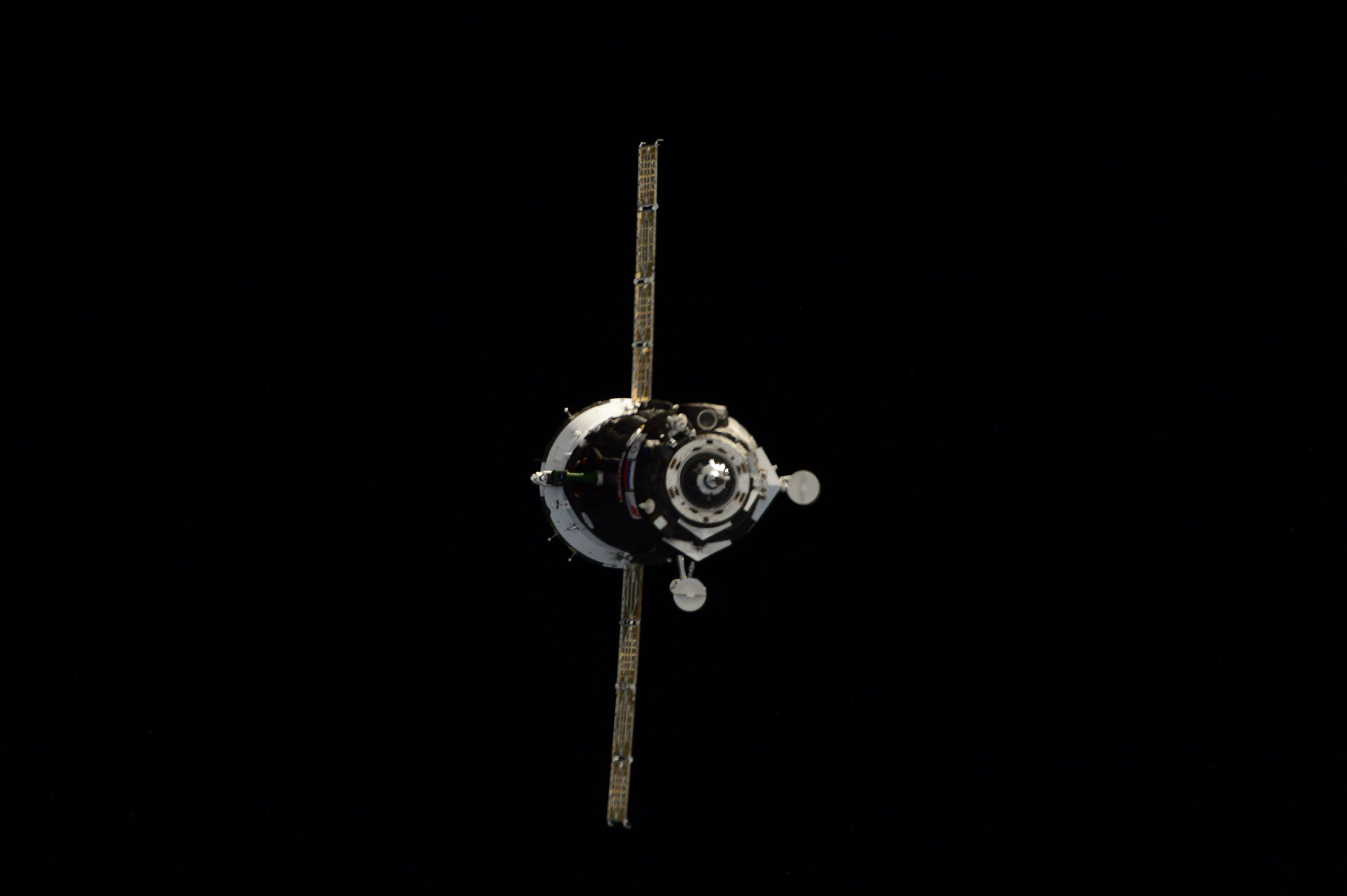 Soyuz TMA-18M arriving at Space Station