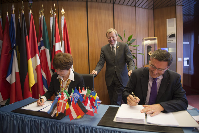 On 17 November 2015, ESA and Airbus Defence and Space signed a contract for the full development and qualification of Eurostar Neo, as part of Phase-C/D of the Neosat programme.  The contract was signed by Magali Vassiere, ESA's Director of Telecommunications and Integrated Applications, and Eric Béranger, Head of Space Systems Programmes at Airbus Defence and Space.