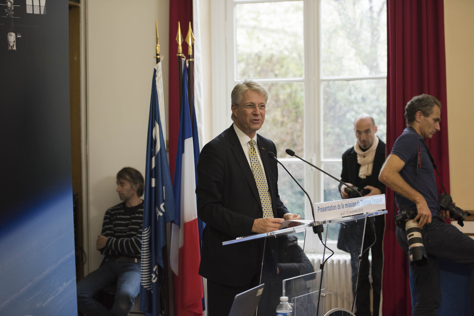 Thomas Reiter at the unveiling of Thomas's mission name and logo