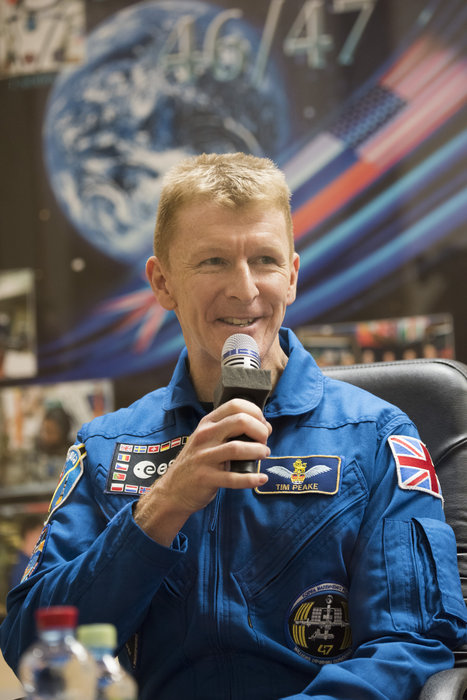 astronaut answers questions in space - photo #30