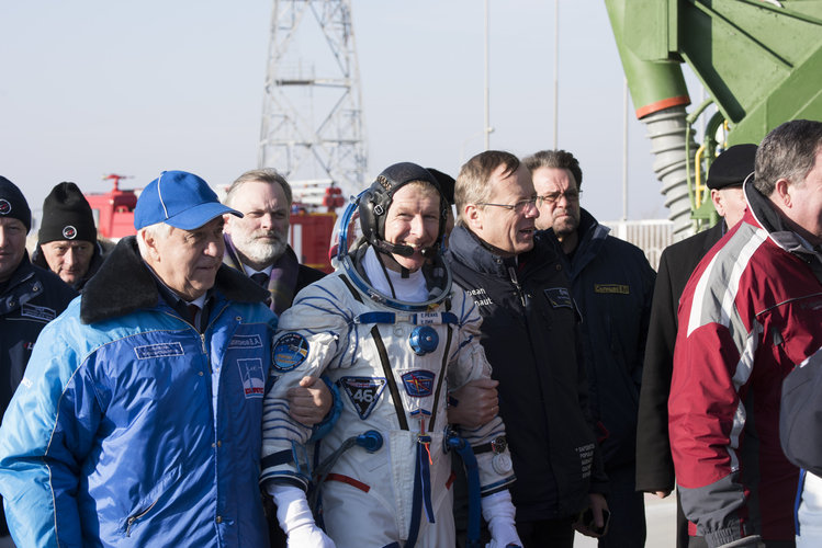 Tim Peake and Jan Wörner walking to the launch pad