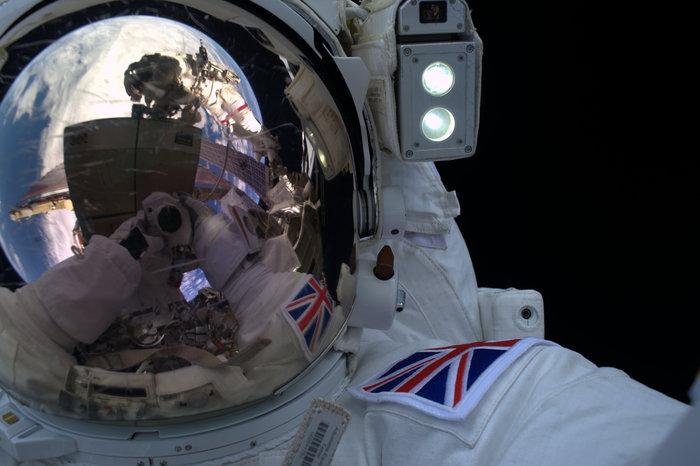 Space in Images - 2016 - 01 - Tim's spacewalk selfie
