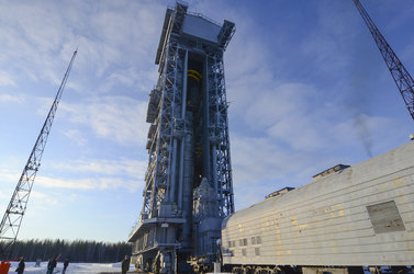 Sentinel-3A upper composite arrives by train to the launch pad