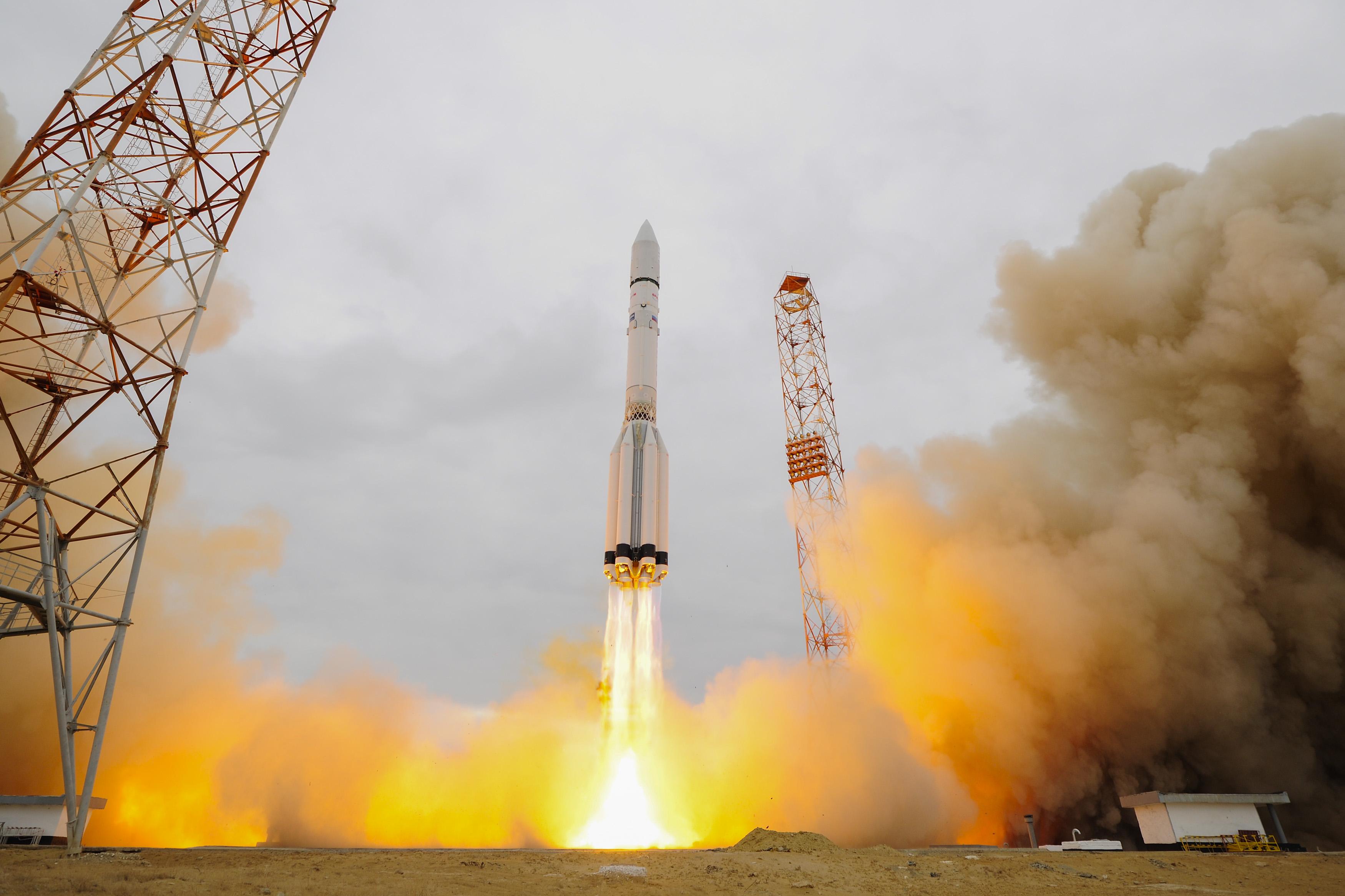 future rocket taking off - HD1600×915