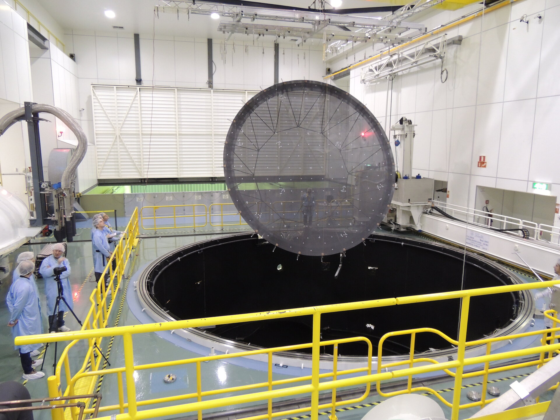 LABUM reflector lowered into LSS