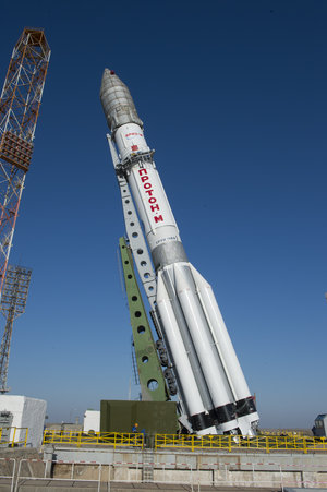 Proton rocket moved into vertical position