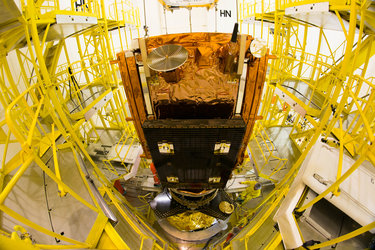 Sentinel-1B satellite lowered onto Fregat upper stage