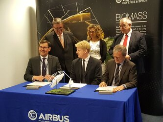Signature of contract to develop the Biomass satellite