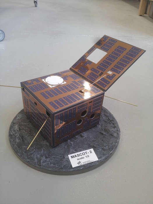 Sonde technologique Asteroid Impact and Deflection Assessment (AIDA) Mascot-2_lander_model_node_full_image_2