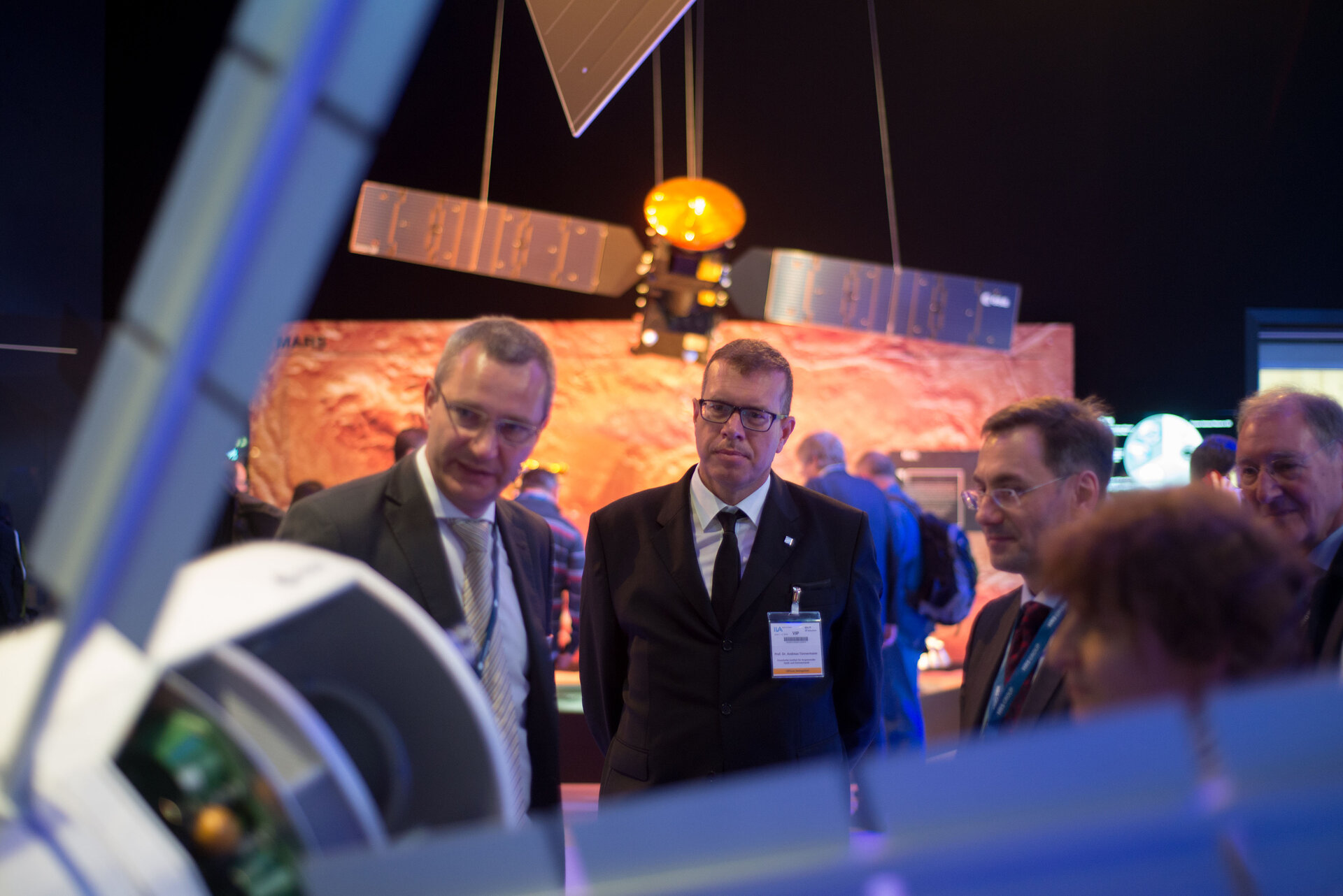 Dr. Andreas Tünnermann visits the 'Space for Earth' pavilion