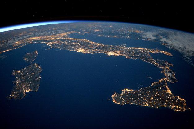 Italia ed isole di notte italy esa in your country esa for Foto spazio hd