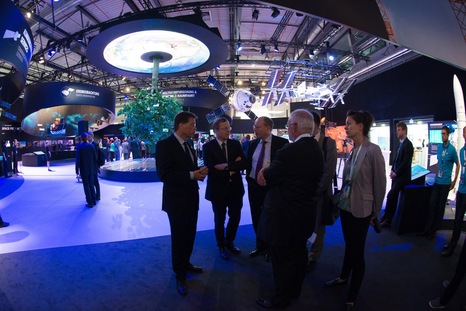 Representatives of the Chancellery visit with Jan Wörner the 'Space for Earth' pavilion at ILA