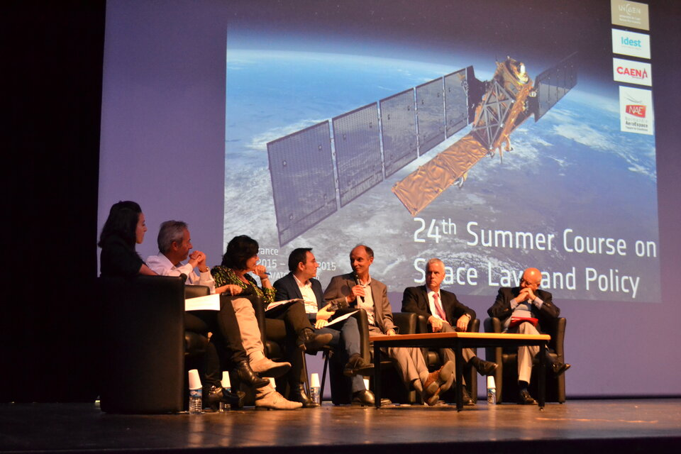 Roundtable Discussion on Man & Machine in Space during the 2015 ECSL Summer Course