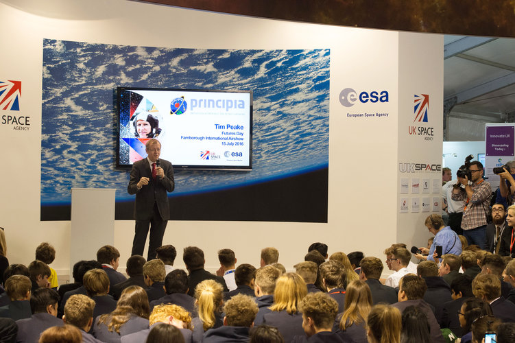 Jan Wörner introduces Tim Peake at the inauguration of Futures Day