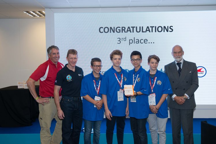 Tim Peake with 3rd place winners of International Rocketry Competition 2016