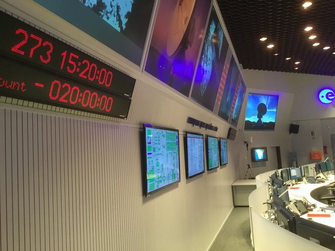 Main Control Room clock counts down to Rosetta's comet landing 30 September