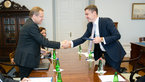 [2/4] ESA DG greeted by Estonian PM
