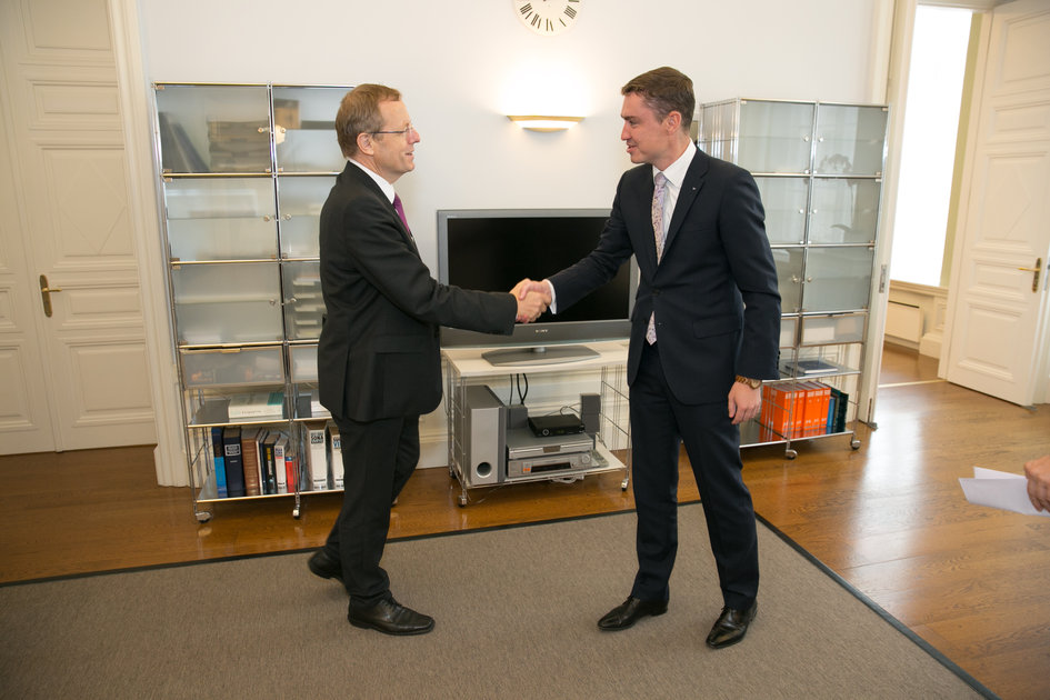 ESA Director General meets Estonian PM