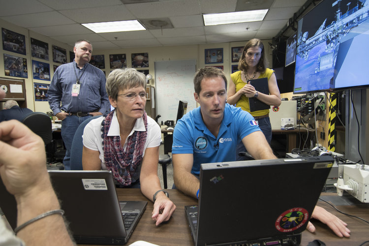 Thomas Pesquet and Peggy Whitson during training at JSC