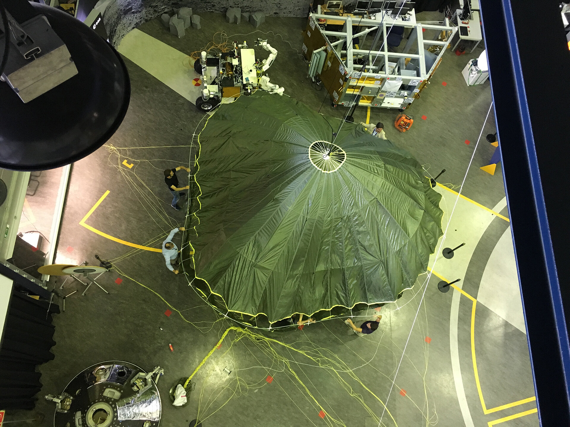 Installing Schiaparelli engineering model parachute