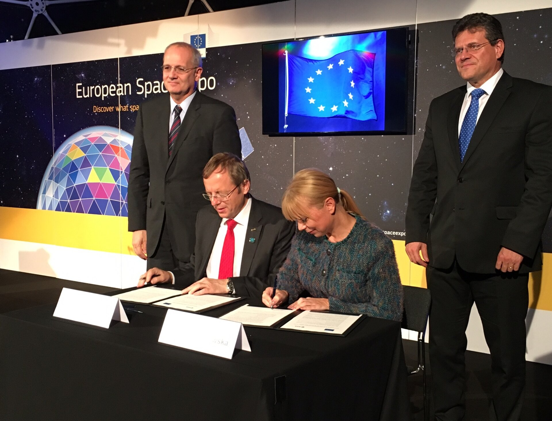 Signature of ESA/EU Joint Statement on Shared Vision and Goals