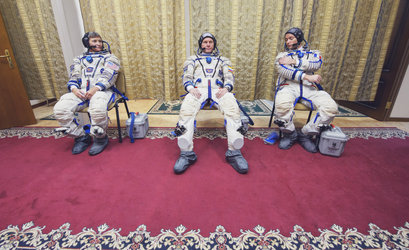 Peggy Whitson, Oleg Novitsky and Thomas Pesquet await their final Soyuz exam