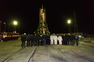 Expedition 50 crewmembers and dignitaries at the launch pad