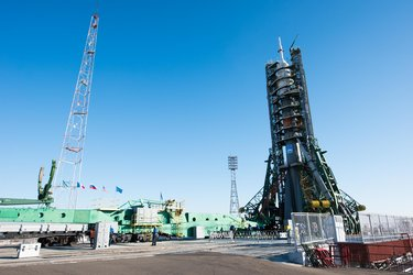 Soyuz spacecraft moved into vertical position