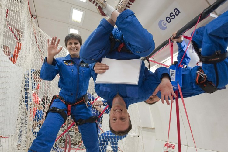 Matthias Maurer and Samantha Cristoforetti during parabolic flight