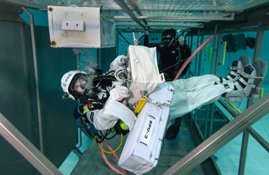 Matthias Maurer at ESA's Neutral Buoyancy Facility