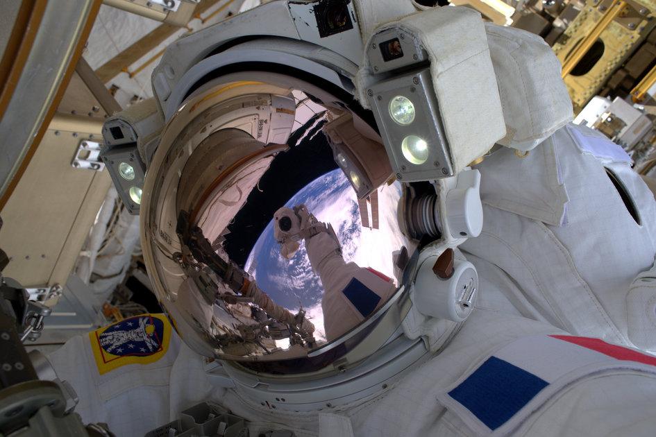 Uzayda Özçekim (Selfie)