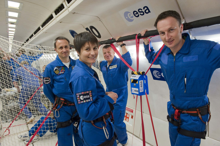 Samantha Cristoforetti and Matthias Maurer during a parabolic flight