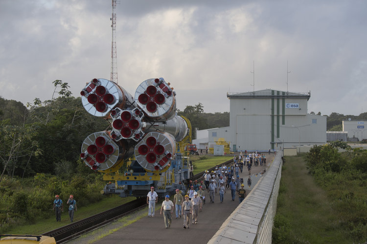 Soyuz VS16 transfer from MIK to launch zone