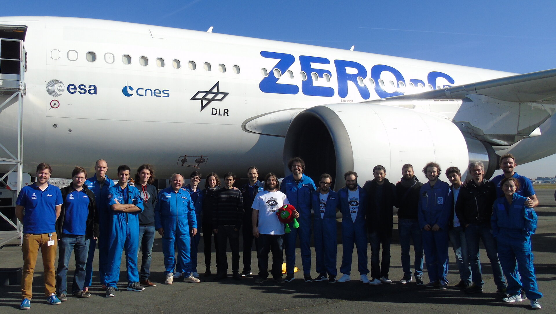 Fly Your Thesis! 2017 students pose in front of the aircraft