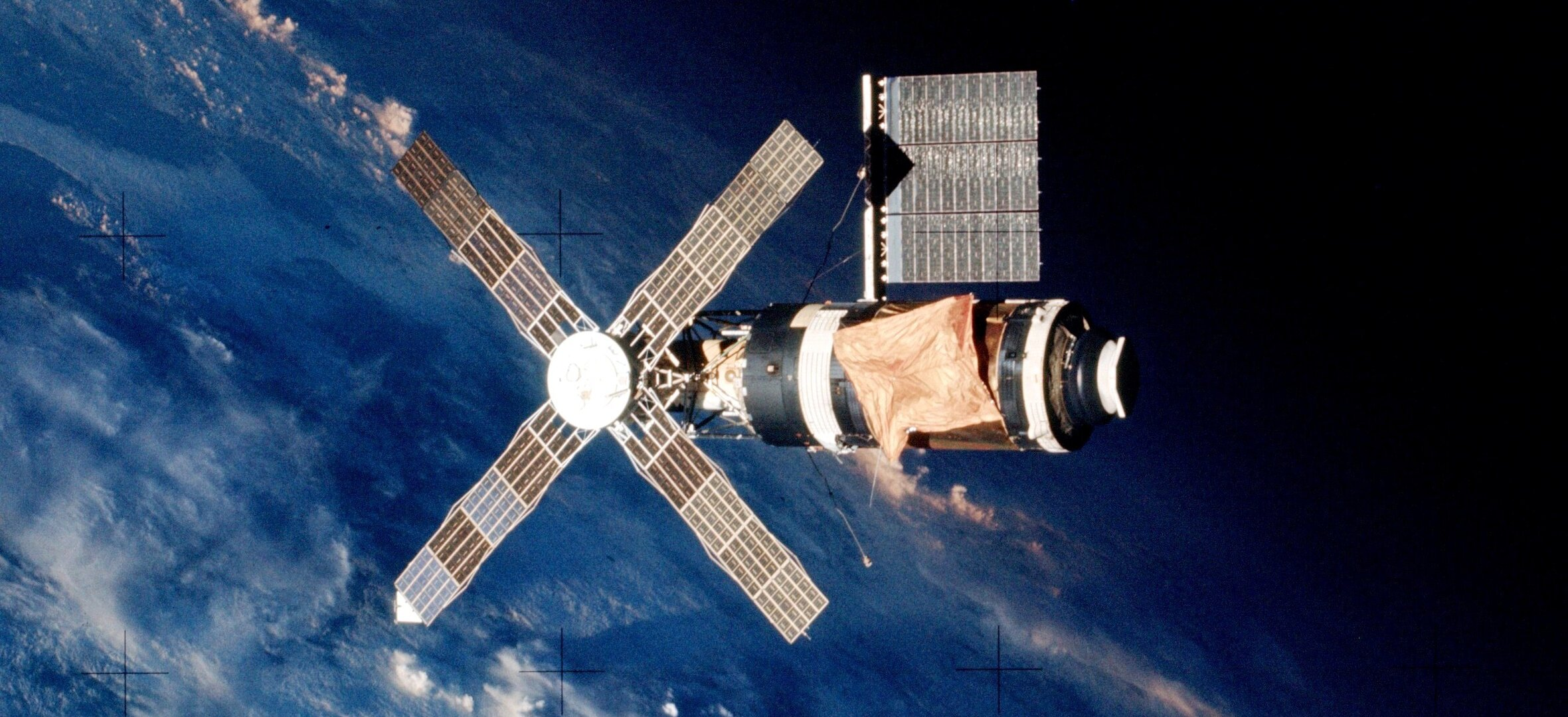 Crew of Skylab 2 departs