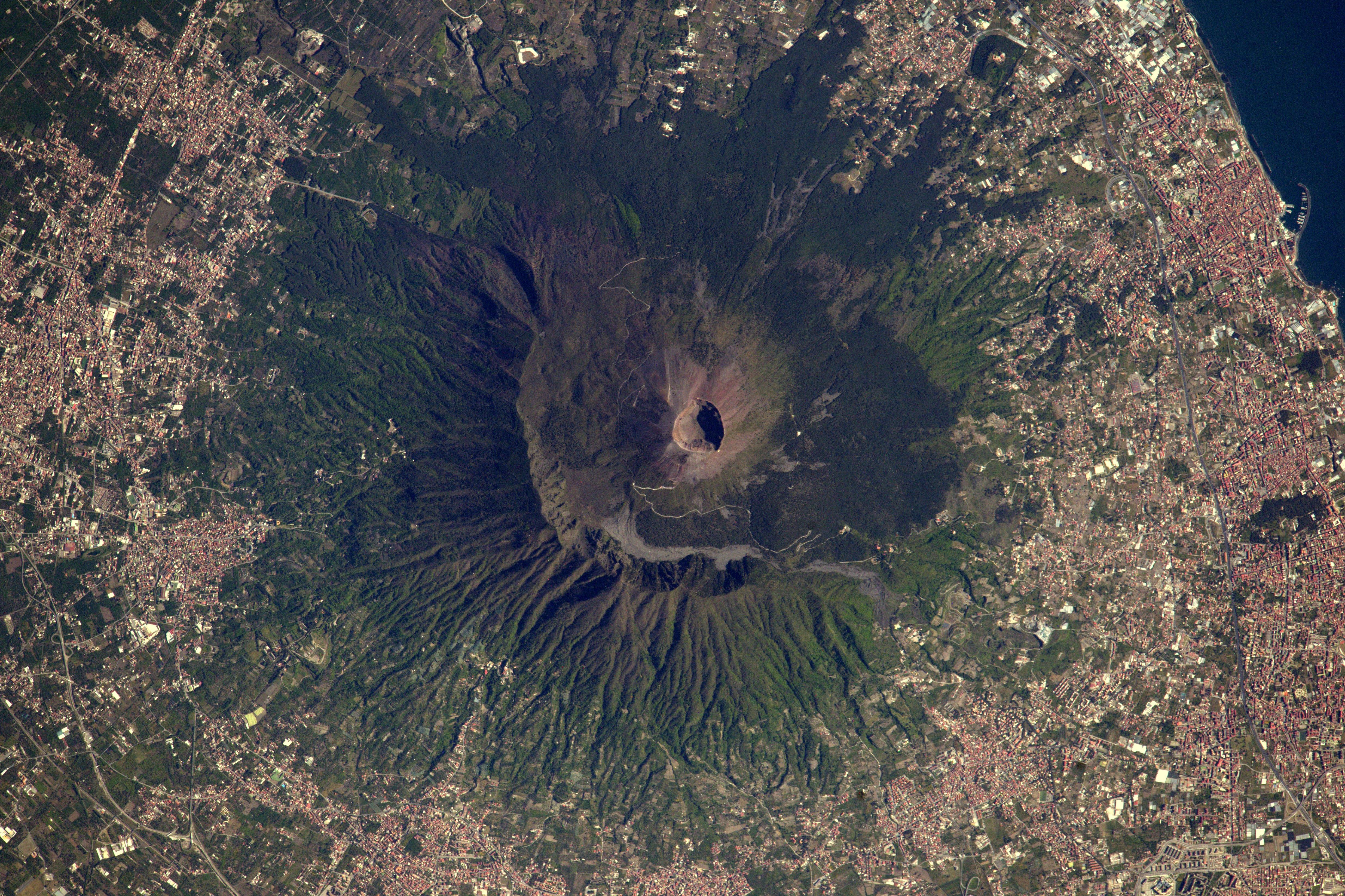 space in images 2017 05 vesuvius