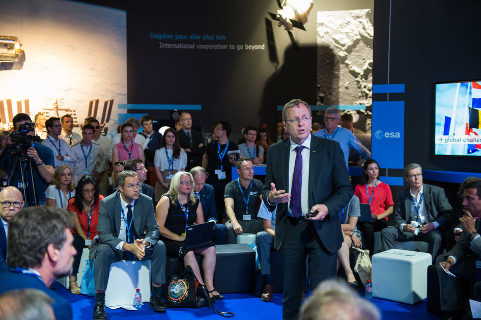 An interaction with Jan Wörner and ESA directors on 'Space 4.0ur Future: Pushing the Limits'