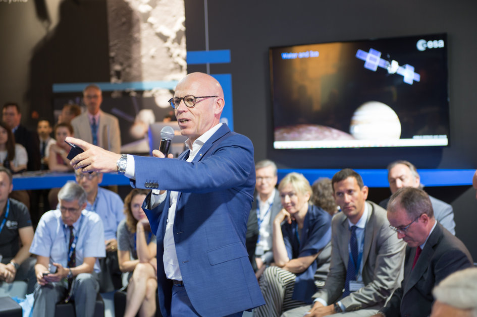 An interaction with Rolf Densing and ESA directors on 'Space 4.0ur Future: Pushing the Limits'
