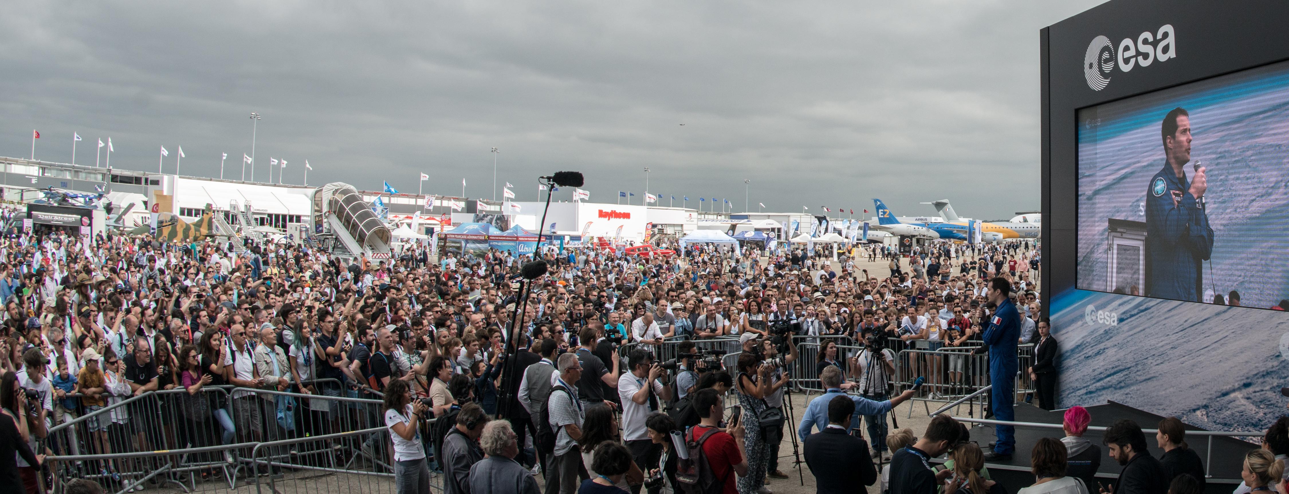 nasa crowds - HD4500×1726