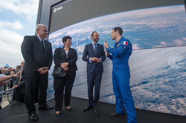 Edouard Philippe and Frédérique Vidal meet Thomas Pesquet and Jean-Yves Le Gall