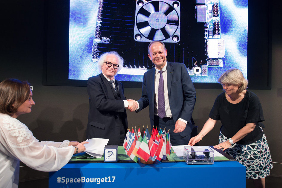 ESA signed an agreement with Space Applications Services for the first commercial European opportunity to conduct research in space