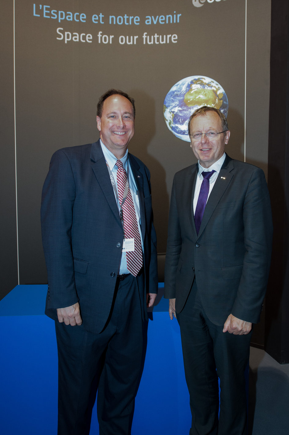 Jan Woerner meets Robert Lightfoot at the ESA Pavilion