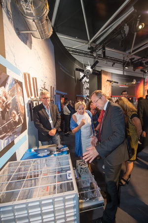 Jan Wörner shows Dominique Tilmans the ESA Pavilion