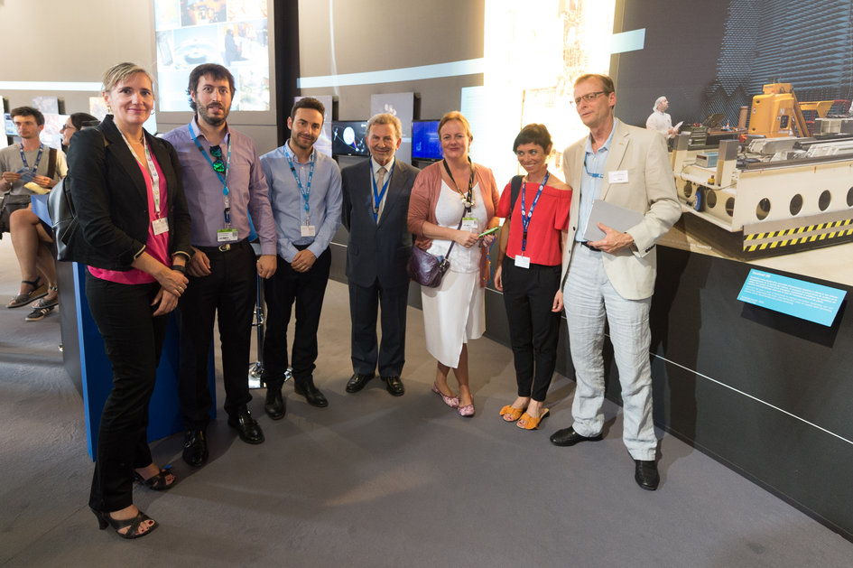 Juan De Dalmau presents to the Andalusian delegation the ESA Pavilion