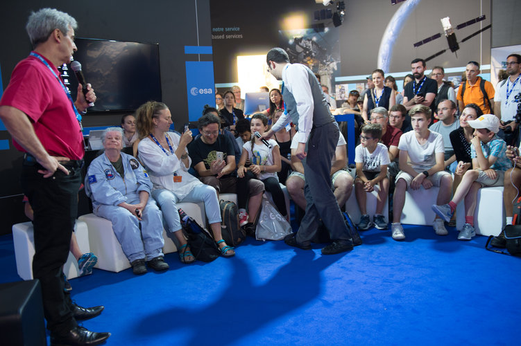 Life on the ISS explained to visitors at the ESA Pavilion